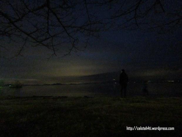 maksain motret Biwa Lake waktu malam...