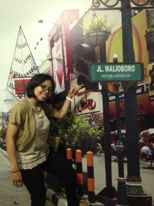 mumpung gak antre, foto depan tulisan Jl. Malioboro